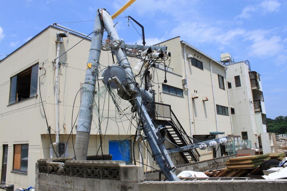 東日本大震災の倒壊電柱